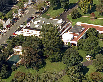West Wing - West Wing from above. Note the Oval Office and the solar panels on the roof of the Cabinet Room.