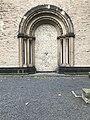 Westportal der Caecilienkirche in Köln mit dem Tod von Walter Nägeli.jpg