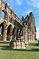 Whitby Abbey Kirchenschiff.jpg