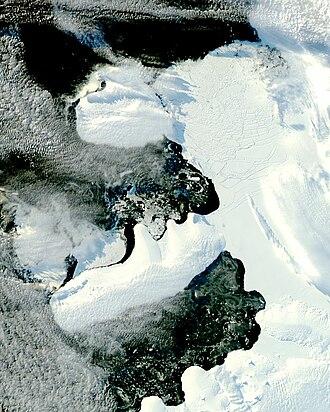 Wilkins Sound - Image: Wilkins Ice Bridge Collapse (2)