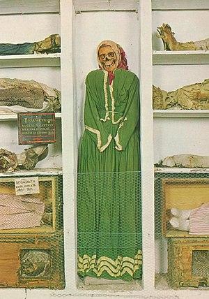 Catacombe dei Cappuccini - Image: Women's Corridor