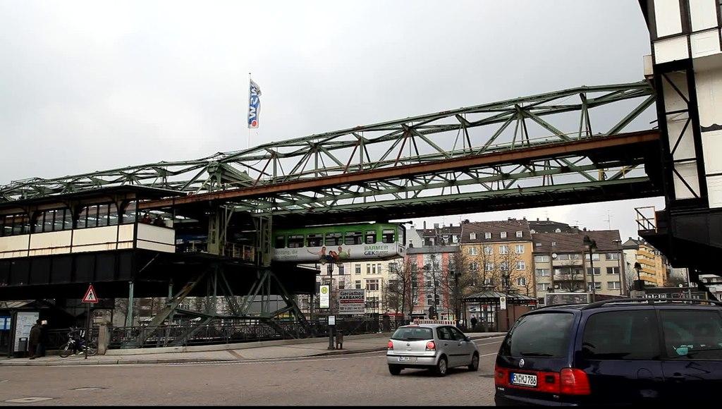file wuppertal oberbarmen berliner platz schwebebahn station oberbarmen ot 02. Black Bedroom Furniture Sets. Home Design Ideas