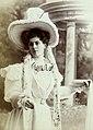 Yvonne Garrick, par Jean Reutlinger, btv1b8596904d-p034, 4 (cropped).jpg