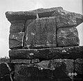 Znamenje v zidu ob poti nad Bernetiči 1950.jpg