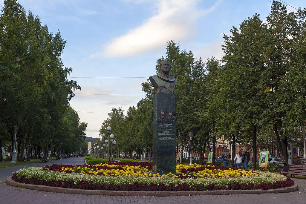 Кемерово: Бюст Леонова 29.08.2016]]