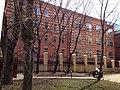 Жилой дом для служащих фабрики Большевик с магазином. Боковой фасад.jpg