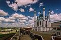 Казанский Кремль, башня Безымянная видна слева от мечети.jpg