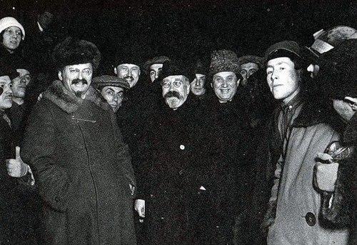 Л. Д. Троцкий, Л. Б. Каменев и Г. Е. Зиновьев. Середина 1920-х годов
