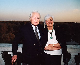 Maurice Druon - Image: Морис Дрюон с супругой Мадлен в Оренбурге. 2003 год