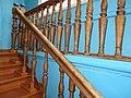 Музей купеческого быта перила лестницы от входа.jpg