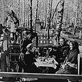 Поминки-на-кладбище Петроград 1919.jpg