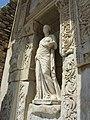Скульптура во фронтоне библиотеки Цельсия. Эфес. Турция. Июнь 2012 - panoramio.jpg