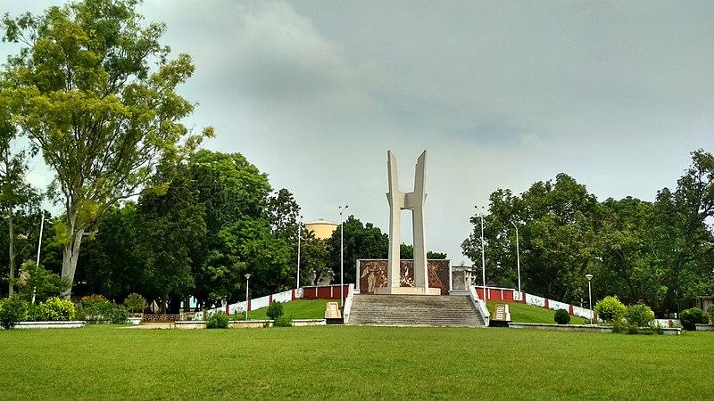 File:শহীদ মিনার, রাজশাহী বিশ্ববিদ্যালয়.jpg