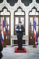 คณะเยาวชนไทยทำดี นักเรียน คณะครู และพระวิทยากร เข้าพบเ - Flickr - Abhisit Vejjajiva (8).jpg