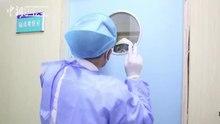 File:湖南抗疫一线医生父子隔防护玻璃互相打气.webm