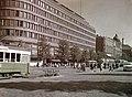 .Mannerheimintie 9, Sokoksen tavaratalo, 7, 5 ja 3, Raitiovaunupysäkki - XLVIII-1637 - hkm.HKMS000005-km0000mnhc.jpg