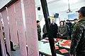 01.26 總統慰勉陸軍南竿守備大隊混砲連,對正寫春聯的官兵們問好 (31719806373).jpg