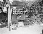 13 pounder 9 cwt gun and crew Hinges 1918 Q 6635.jpg
