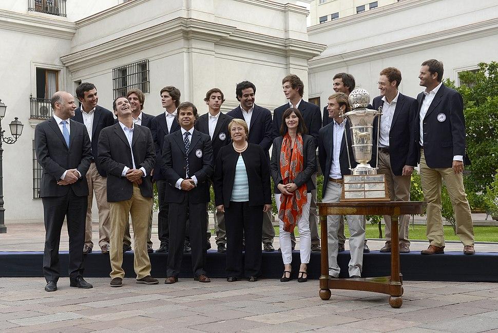 15 Abril 2015, Ministro %C3%81lvaro Elizalde junto a la Presidenta Michelle Bachelet reciben al Equipo Campe%C3%B3n Mundial de Polo en La Moneda. (17160926755)