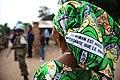 18 mai 2015, Nyunzu, Katanga, RD Congo - Une femme congolaise défend et promeut les droits des femmes via un message imprimé sur ses pagnes (17962257508).jpg