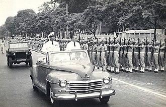 Nguyễn Văn Hinh - Hinh (left) and Prime Minister Trần Văn Hữu on parade in Saigon, 1951