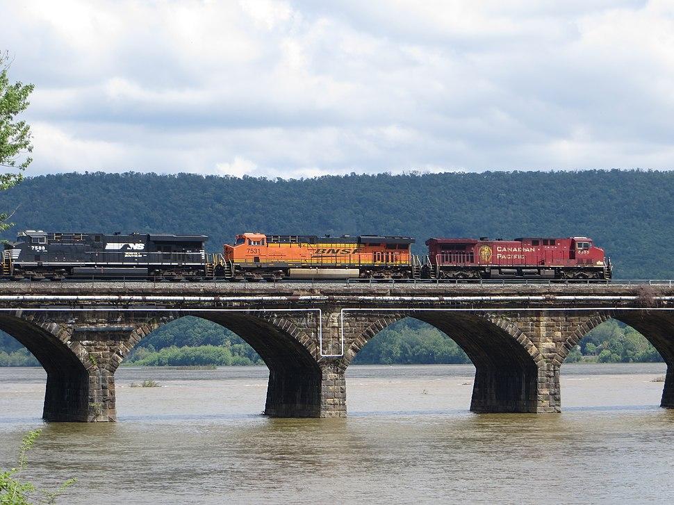 20140524 07 Norfolk Southern RR crossing Rockville Bridge (16633148756)