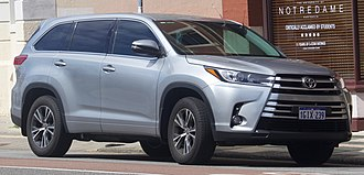 Facelift (automotive) - Toyota Highlander 2013-2016 with its MY17 facelift