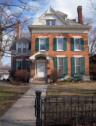 Franklin Square (Bloomington, Illinois) - Image: 210 Chestnut St