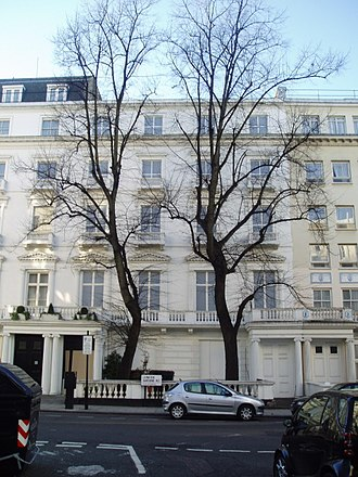 His Last Vow - 23–24 Leinster Gardens in London, which only exist as a façade, were used in this episode as the location of Sherlock and Mary's meeting.