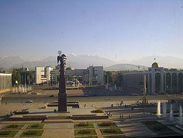 Ala-too Square in Bishkek, Kirgizië, 2007-09-11 (kleurcorrectie) .jpg