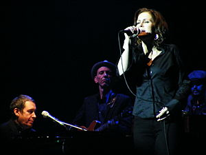 Alison Moyet - Alison Moyet with Jools Holland's Rhythm and Blues Orchestra at the Apollo Theatre, Manchester, December 2010