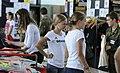 Anna und Lisa Hahner sowie Elena Wassen bei der Olympia-Einkleidung Hannover 2016 (Martin Rulsch) 01.jpg