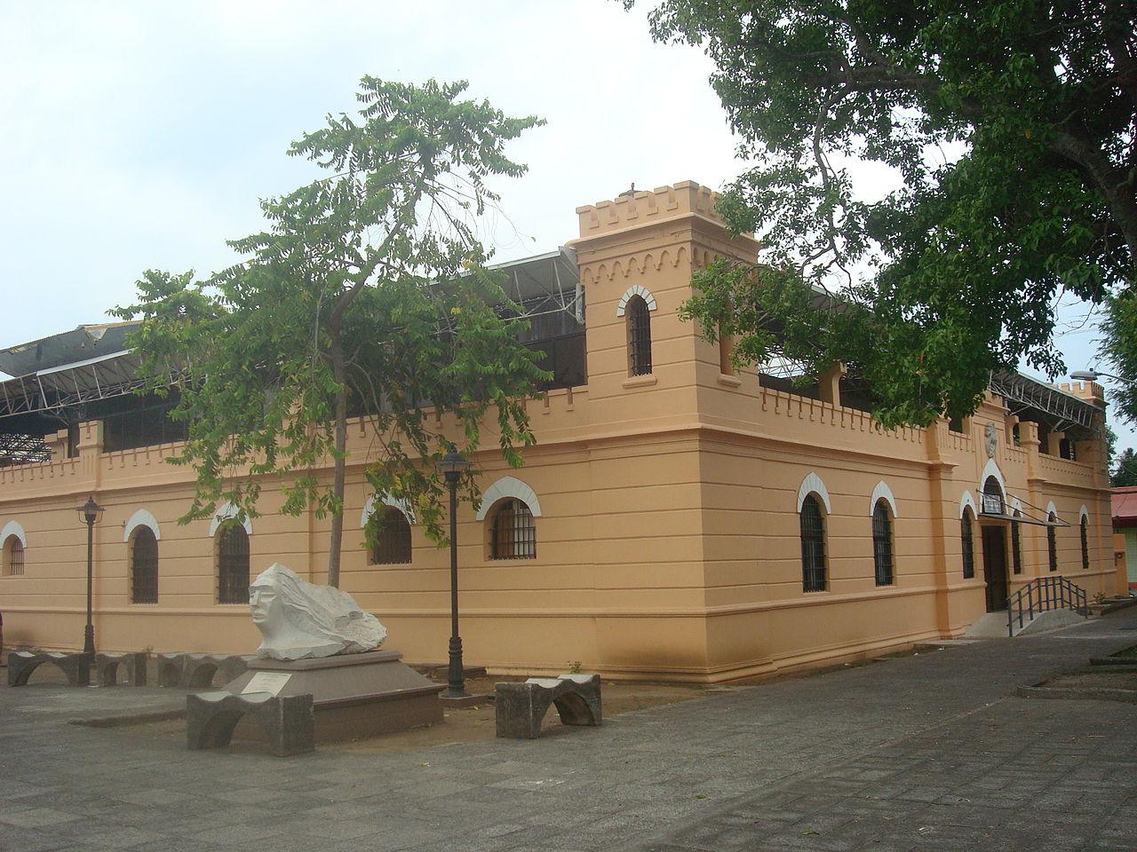 La imagen tiene un atributo ALT vacío; su nombre de archivo es 1280px-Antigua_comandancia_de_Puntarenas._Costa_Rica.JPG