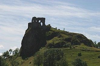 Apchon - Image: Apchon ruines chateau 2852