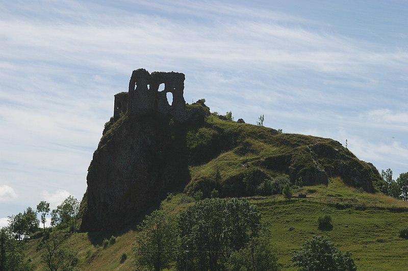 Tour du Cantal 2009 800px-Apchon_ruines_chateau_2852