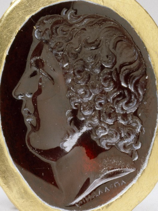 Apollonios of Athens - Ring with Portrait of a Courtier - Walters 571698 crop portrait