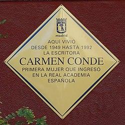 Placa conmemorativa en su domicilio en la calle Ferraz.