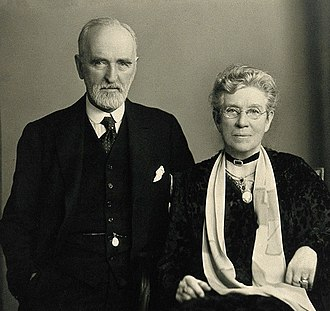 Arthur Newsholme - Arthur Newsholme with wife in 1931