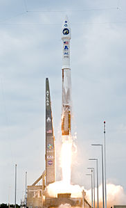 Atlas V(401) launches with LRO and LCROSS cropped.jpg