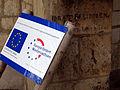 Aushub per Bagger 1m Alter St. Nikolai-Friedhof Nikolaikapelle Hannover, 13 Europäische Union Europäischer Fonds für regionale Entwicklung, Grabinschrift Bleidoren Hoyer 1663.JPG