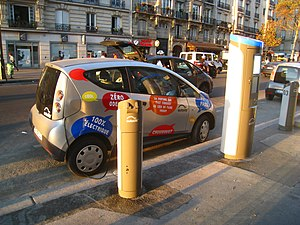 Bolloré - Bolloré Bluecar charging at Autolib' Station on boulevard Diderot, Paris