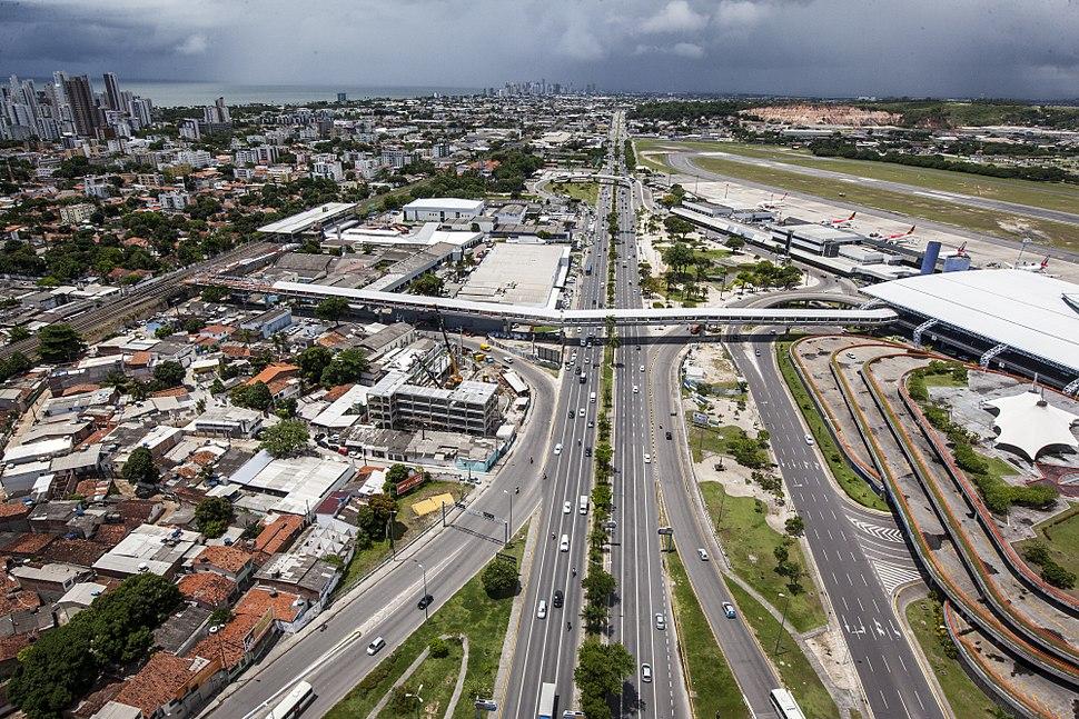 Avenida Mascarenhas de Morais e passarela do aeroporto - Recife, Pernambuco, Brasil.jpg