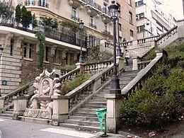 Les escaliers et le monument à Luís de Camões.