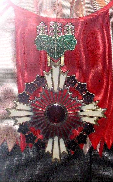 File:Badge of the Order of the Rising Sun with pulownia flowers.jpg