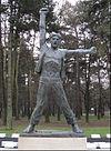 """Споменик """"Позив на устанак"""" у Бјеловару, рад вајара Војина Бакића"""