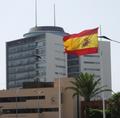 Bandera Nacional, la Delegación del Gobierno en Melilla y el Edificio V Centenario.png