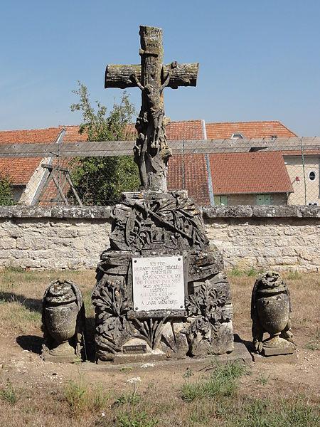 Bannoncourt (Meuse) croix souvenir de l'ancien cimetière