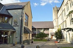 North Parade, Bath - Image: Bath Law Courts, courtyard
