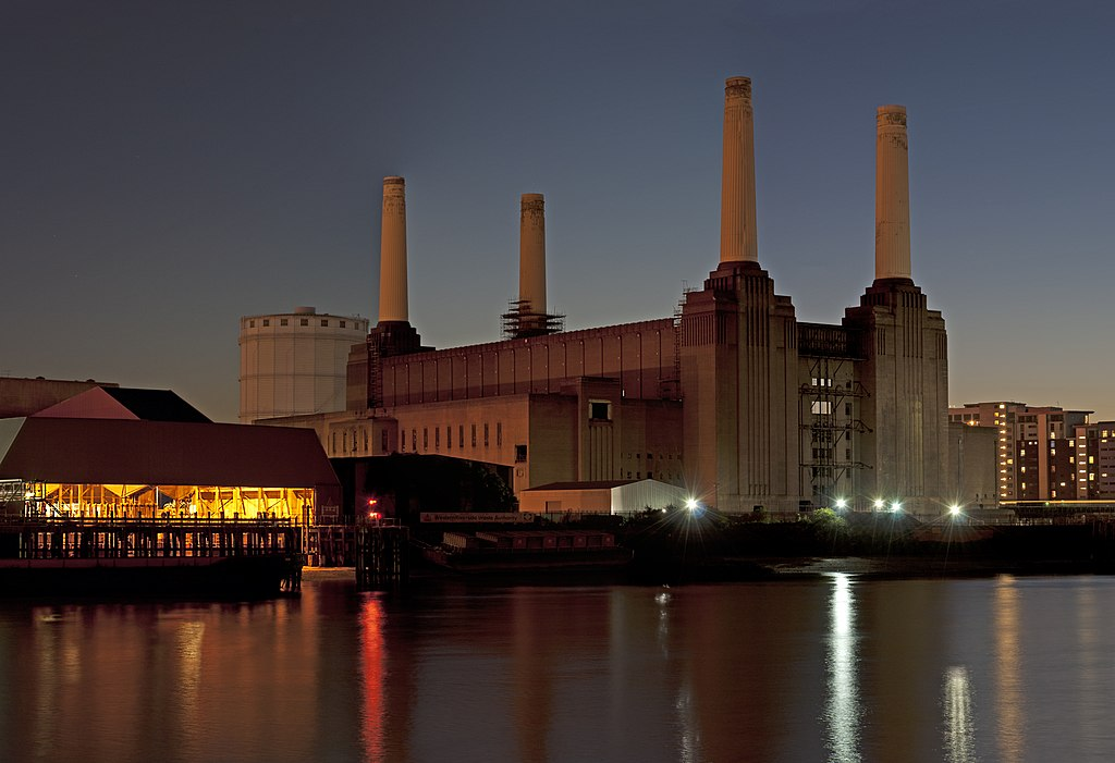 Battersea Power Station, Nine Elms, LondonCC BY-SA 3.0view terms David Samuel, User:Hellodavey1902 - Own work