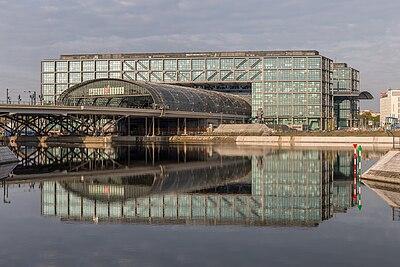 Berlin Hauptbahnhof Ostseite HDR.jpg
